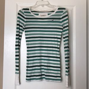 Hollister Size S Long-Sleeved Tee